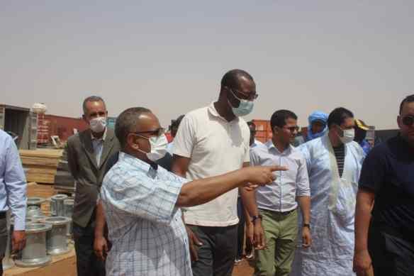 وزير المياه خلال زيارة لبعض المنشآت بلعيون - المصدر (وزارة المياه)