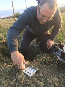 Photo d'anlyse des sols en permaculture à Gravelines