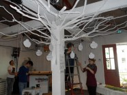"""Der """"Baum der Stimmen"""" hat die Rückmeldungen auf unsere Onlinepetition zur Veranstaltung gebracht"""
