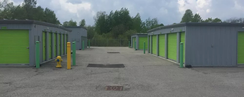 Self storage facility with drive-up access units
