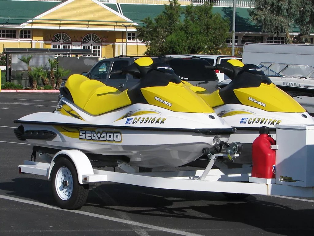 6 Tips to Keep Your Jet Ski Free From Winter Damage | Extra Space Storage