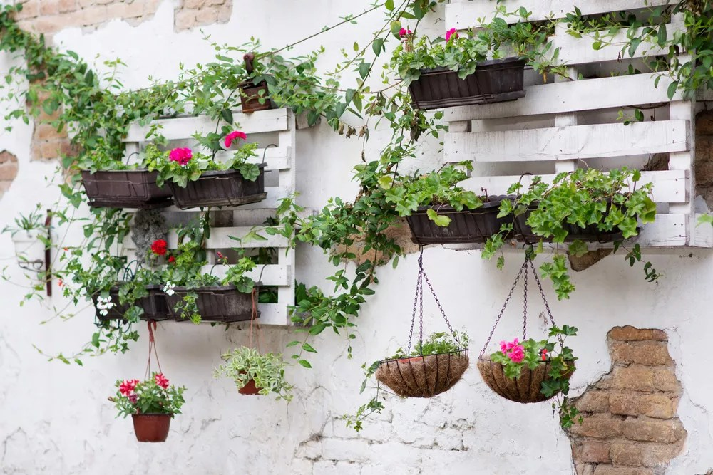 23 DIY Garden Ideas to Makeover Your Backyard via @extraspace