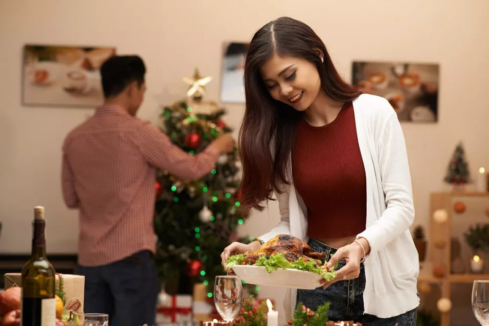 Hosting a Holiday Party: 16 Tips for Prepping Your Home for Guests via @extraspace