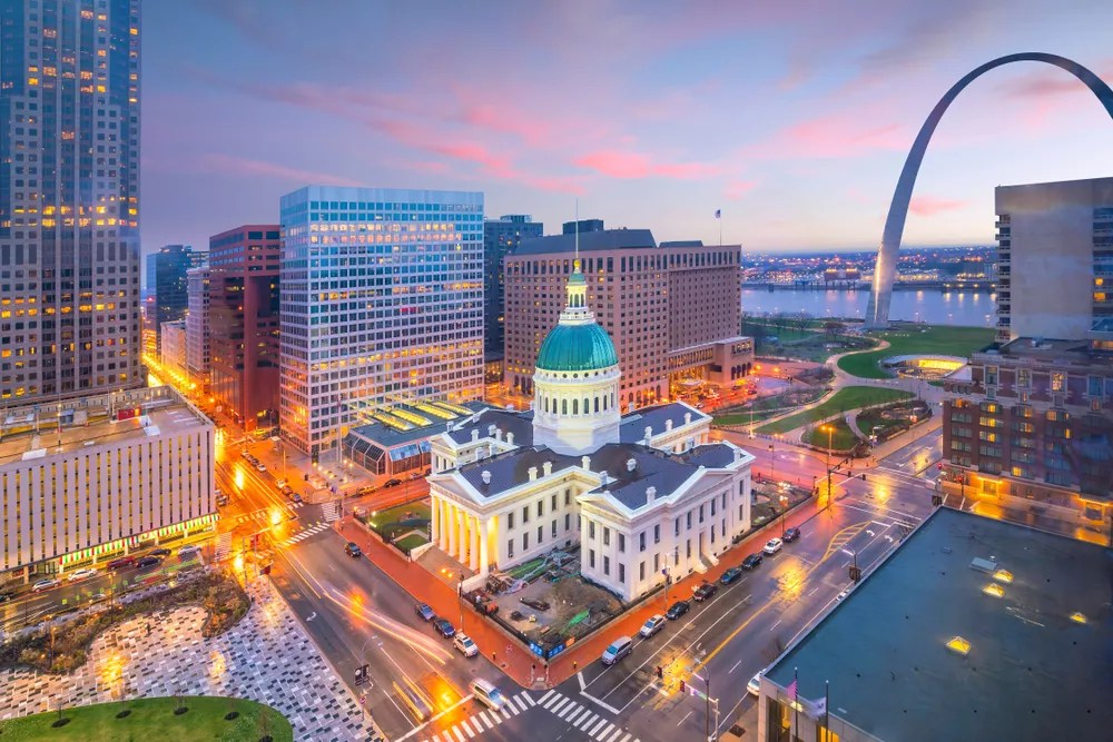 Best Neighborhoods in St. Louis for Singles & Young Professionals via @extraspace