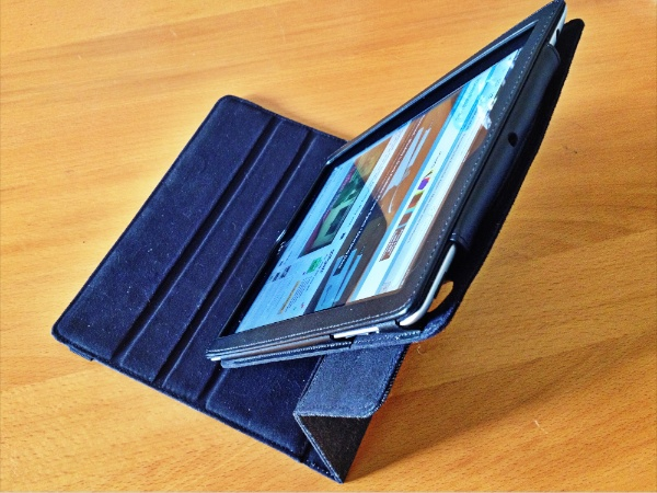 ipevo stand Reviewed : IPEVO PV 01 360 Degrees Rotating Folio Case for the new iPad 3 and iPad 2
