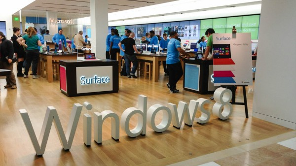 ms surface4 600x337 A Trip To A Microsoft Store, The Hardsell is Back