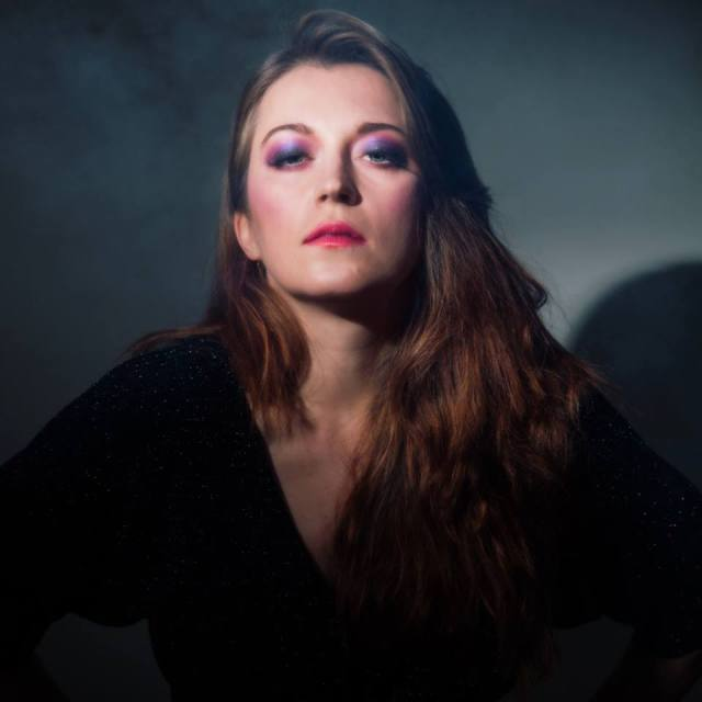 Lisa Ronson2