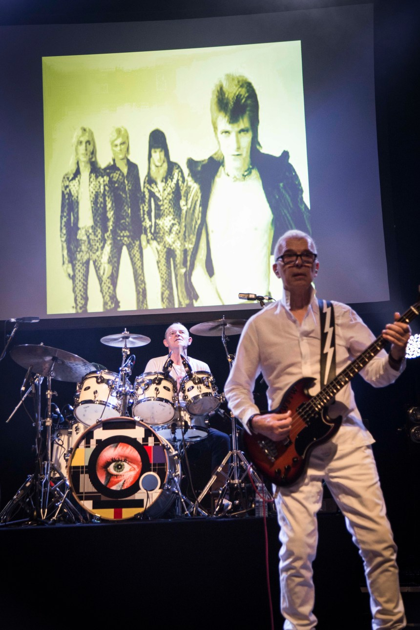 Tony Visconti on bass, Woody Woodmansey on drums.