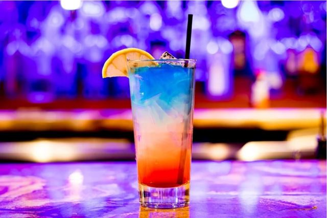 https://pixabay.com/photos/cocktail-bar-nightlife-icee-drink-3327242/