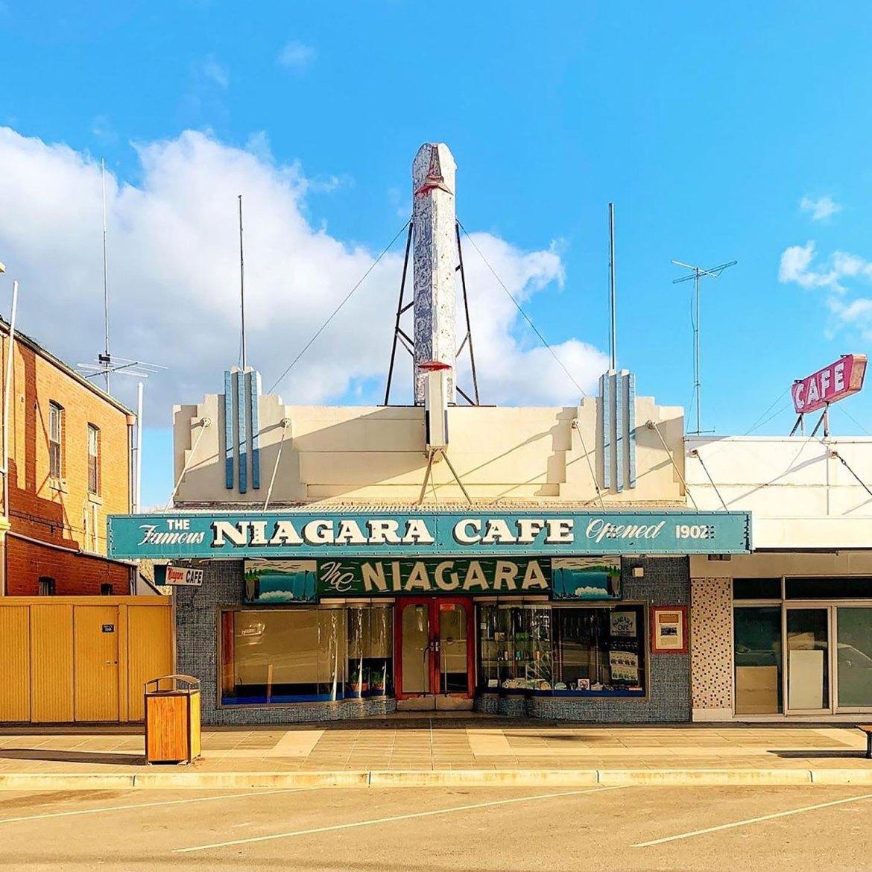 Art Deco style diner Niagara Café