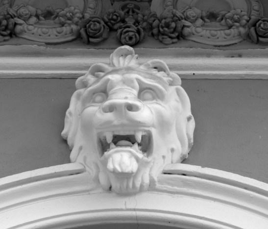 Lion-mascaron