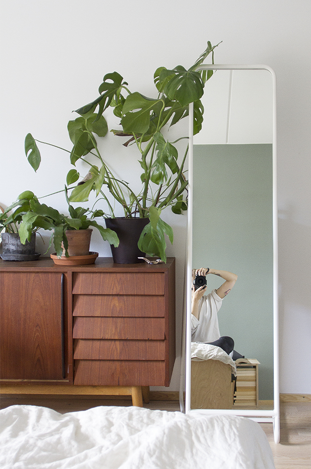 dadaa_mirror_ikea_vintage_plants_pluwood_bedroom_2
