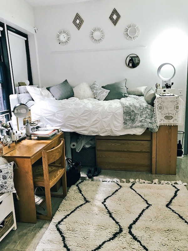 5 Creative Ways to Decorate Your Dorm Room   L'Essenziale on How To Decorate Your Room  id=31589