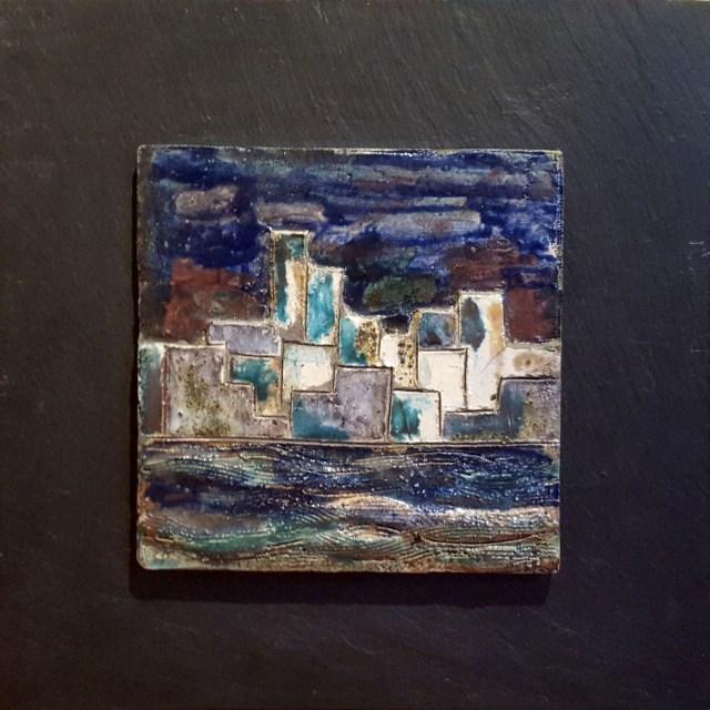 Albenga sul fiume - ceramica raku su ardesia - cm. 20 x 20 su 35 x 35