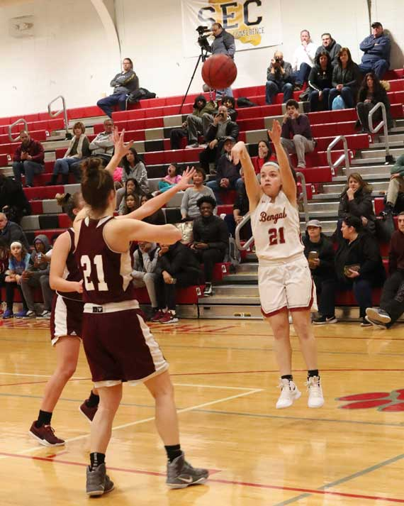 Bloomfield HS girls basketball team rolls to third win in a row; begins ECT play