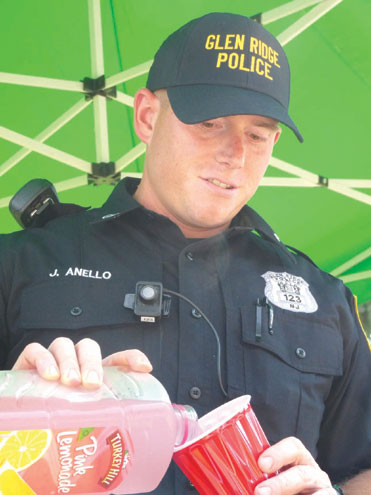 Glen Ridge officers serve up lemonade