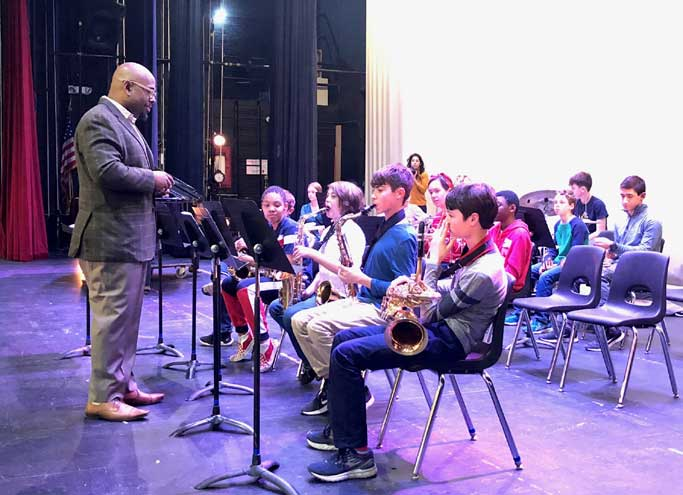 Grammy-winning jazz bassist teaches masterclass at Columbia High