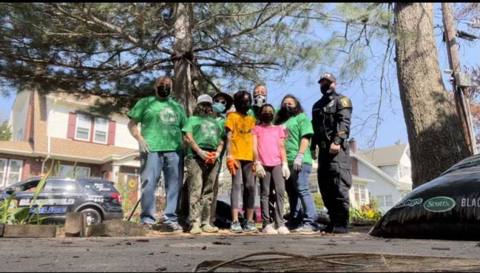 Halcyon Park neighbors work together at townwide cleanup in Bloomfield