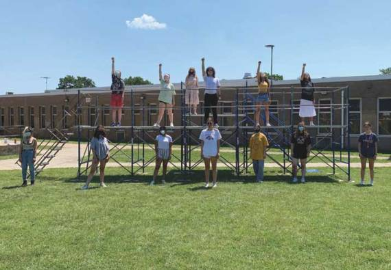 Glen Ridge High School thespians cut loose with 'Footloose'