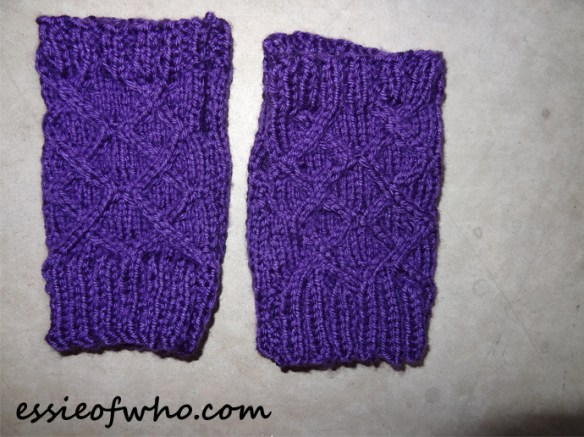 knitted-fingerless-gloves-2