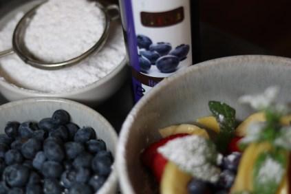 Einfach mal ausprobieren... Früchte, feiner Heidelbeer Essig... herrlich erfrischend