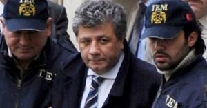 Mustafa Balbay sendo preso