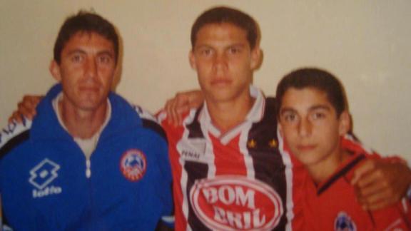 a partir da esquerda: Técnico Armen, Hernanes e Mkhitaryan. Foto: Arquivo pessoal Família Yeginerian