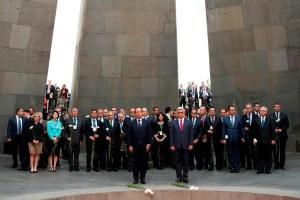 Visita do Presidente francês ao Tsitsernakaberd