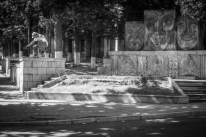 Barney Page – Crooked grind em Stepanakert (Artsakh - Nagorno Karabakh) © ALEXEY LAPIN