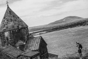 Patrik Wallner no monastério de Sevan © ALEXEY LAPIN