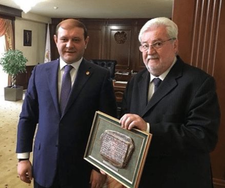 Natalini com o prefeito de Erevan, Daron Markaryan (esq)