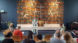 Para evitar deportação de família armênia, igreja faz culto de 5 semanas na Holanda