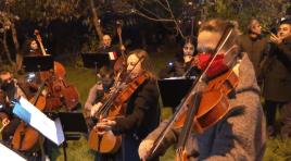 Orquestra Filarmônica Armênia realiza concerto surpresa ao ar livre