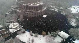 Milhares de manifestantes em Yerevan exigem a renúncia de Pashinyan