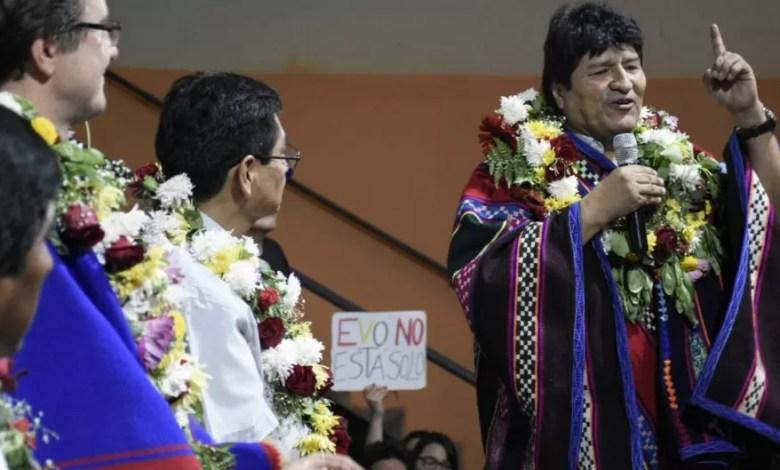 Photo of Cómo es la campaña de Evo Morales desde Argentina, con el respaldo de Alberto