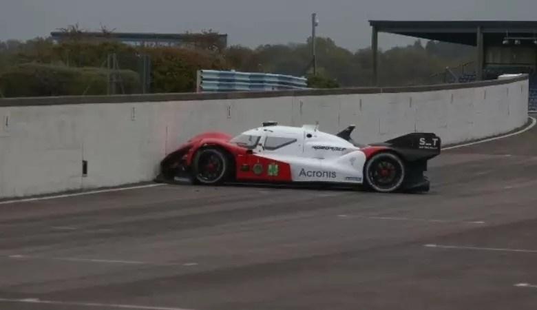 Photo of En la primera competencia de autos autónomos, uno chocó solo contra un muro