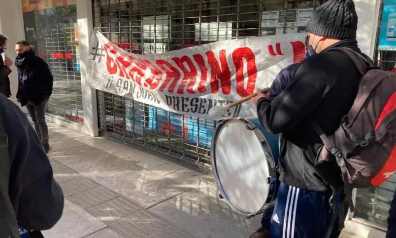 Photo of Derrumbe de Garbarino y Ribeiro: empleados sin sueldo inician la batalla legal y rematan miles de productos