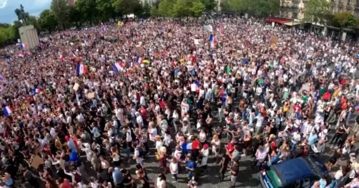 """Photo of Protestas contra el """"pasaporte de vacunación"""" en todo el mundo: Francia, Italia, y Australia son los focos actualmente"""