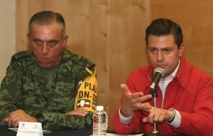 El General Cienfuegos con Enrique Peña Nieto. Foto: ADN Político