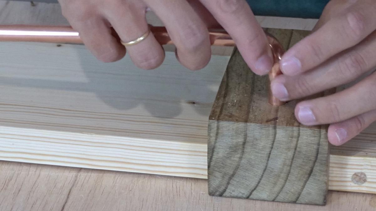 Como hacer un toallero de madera   DIY towel holder 14