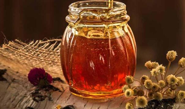 Cómo eliminar las manchas en la cara con patata y miel - Trucos de belleza caseros