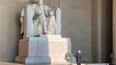 Foto de Ceremonia de depósito de ofrenda floral. Monumento a Abraham Lincoln, Washington D.C.