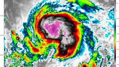 """Foto de """"Zeta"""" toca tierra en Quintana Roo como huracán"""