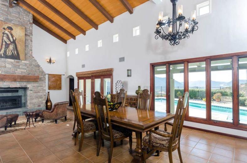 vineyard-estate-dining
