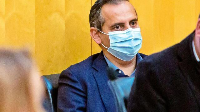 El concejal de Seguridad, con la mascarilla, en un reciente pleno en Benidorm. | DAVID REVENGA