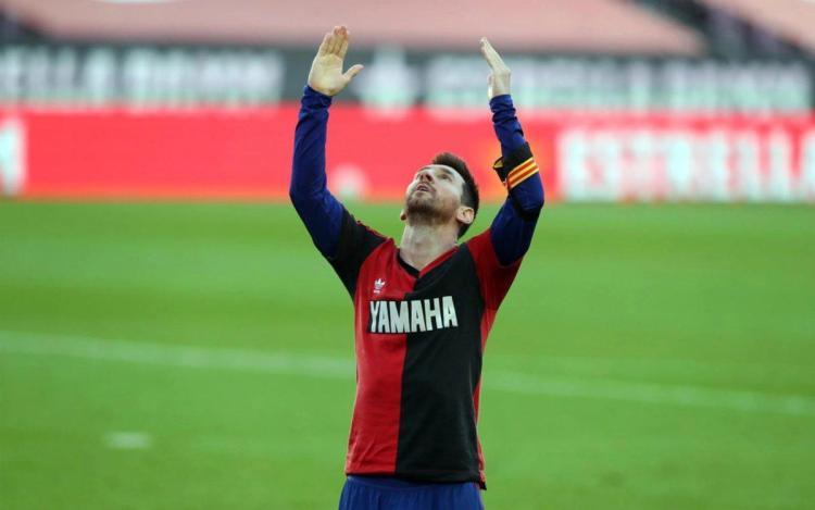 La historia de la camiseta de Newell's con la que Messi homenajeó a Maradona