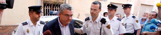 El ex alcalde de Lorca Miguel Navarro, a su llegada al juzgado. (Imagen: J. F. Moreno / EFE)