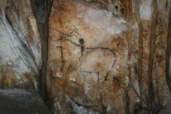 Investigadores realizarán en agosto las primeras dataciones sobre las pinturas de la Cueva de Nerja
