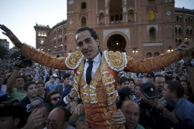 Fandiño, por la Puerta Grande de Las Ventas.