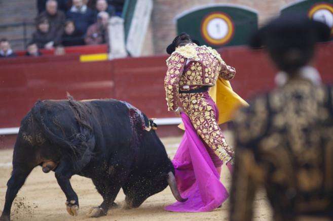 Morante de la Puebla ejecuta un bellísima verónica al cuarto toro de...